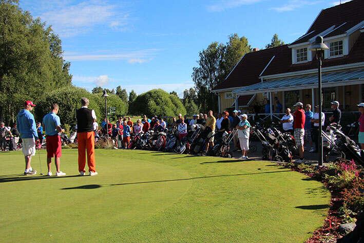 Kaiken kaikkiaan 103 pelaajaa kokoontui aurinkoiselle Tawast Golfin kentälle ratkomaan kaupungin mestaruuksia.